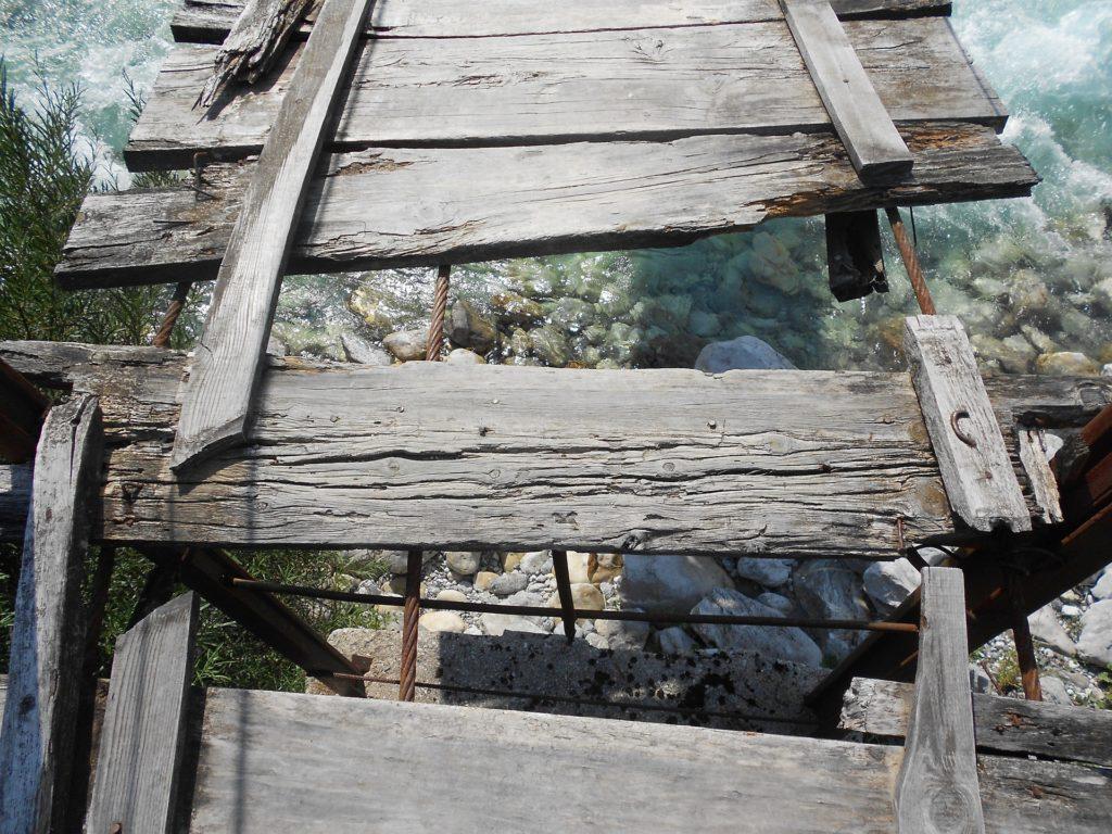 broken-bridge-666180_1920